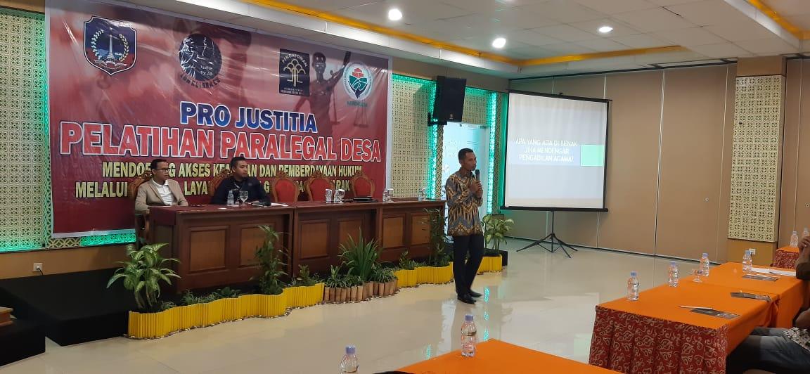 Wakil Ketua PA Kolaka Beri Materi di Kegiatan Pelatihan Paralegal Desa